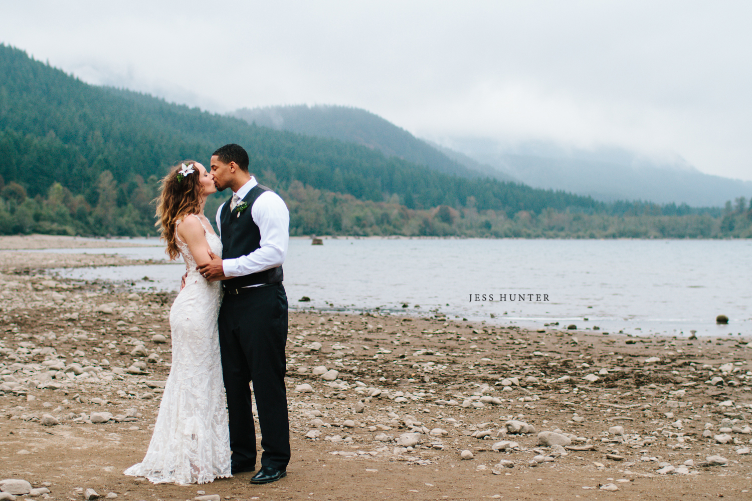Jess Hunter, Jessica Hunter, Jessica Lynn Hunter, Jess Hunter Photography, mountain wedding photographer, seattle wedding photographer, washington state, pacific northwest, North Bend WA, Rattlesnake Lake, lake wedding, nature inspired wedding, woodsy wedding