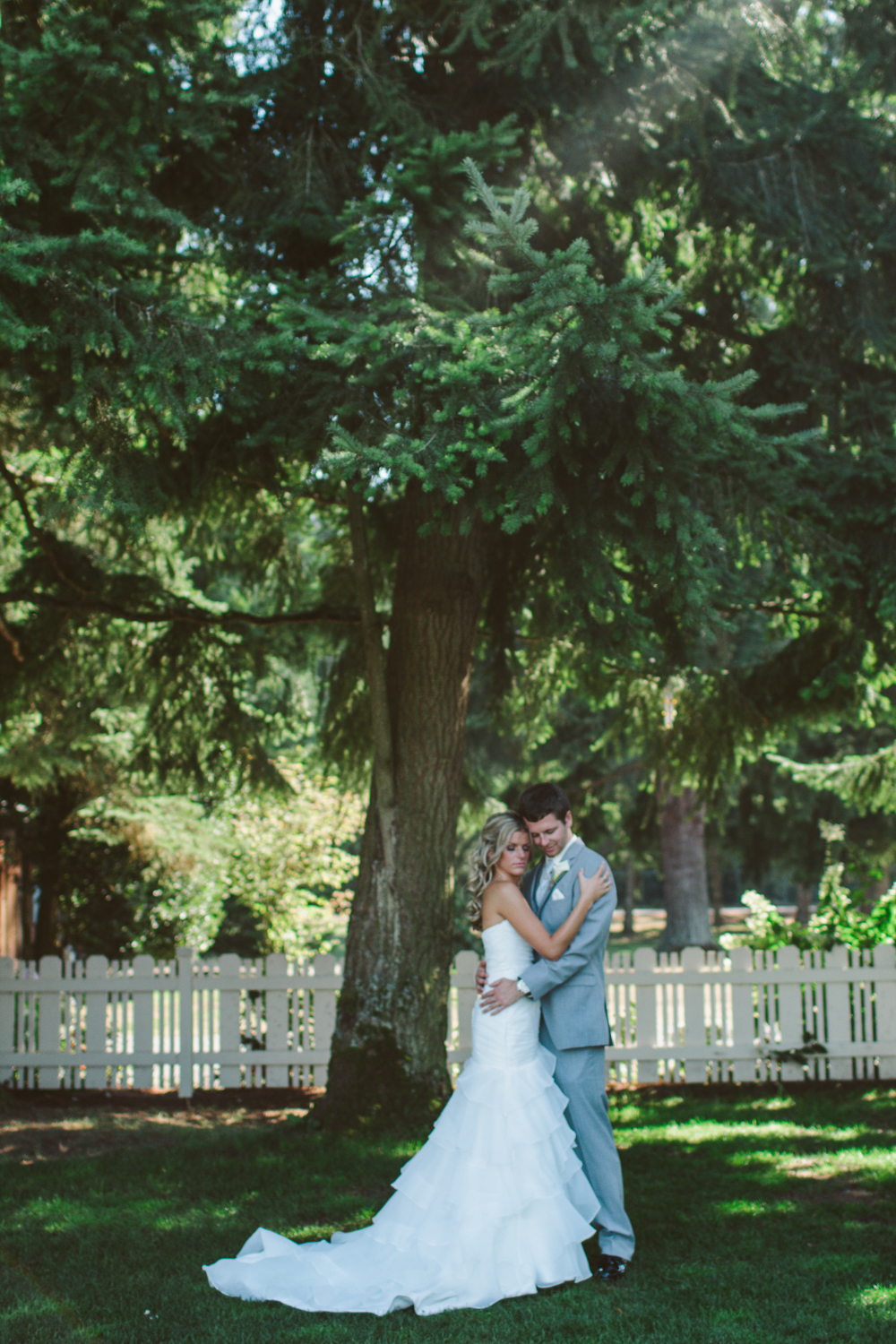 Jess Hunter Photography, Jessica Hunter, Seattle wedding photographer, washington state wedding photographer, rustic wedding, farm wedding, north florida wedding photographer, elopement photography, bride and groom portraits outdoors, intimate poses