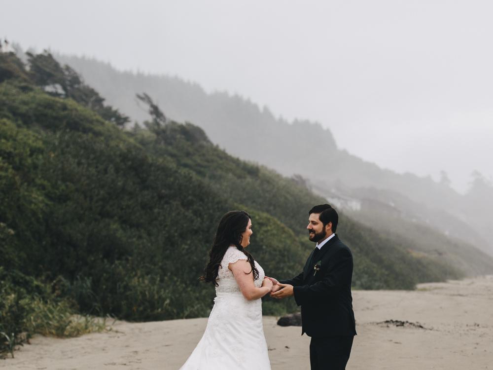 jess-hunter-photographer-cannon-beach-oregon-elopement-8124.jpg