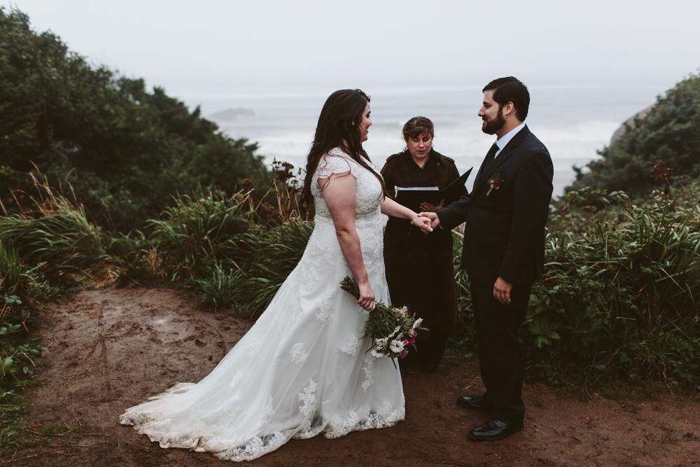 jess-hunter-photographer-cannon-beach-oregon-elopement-8668.jpg