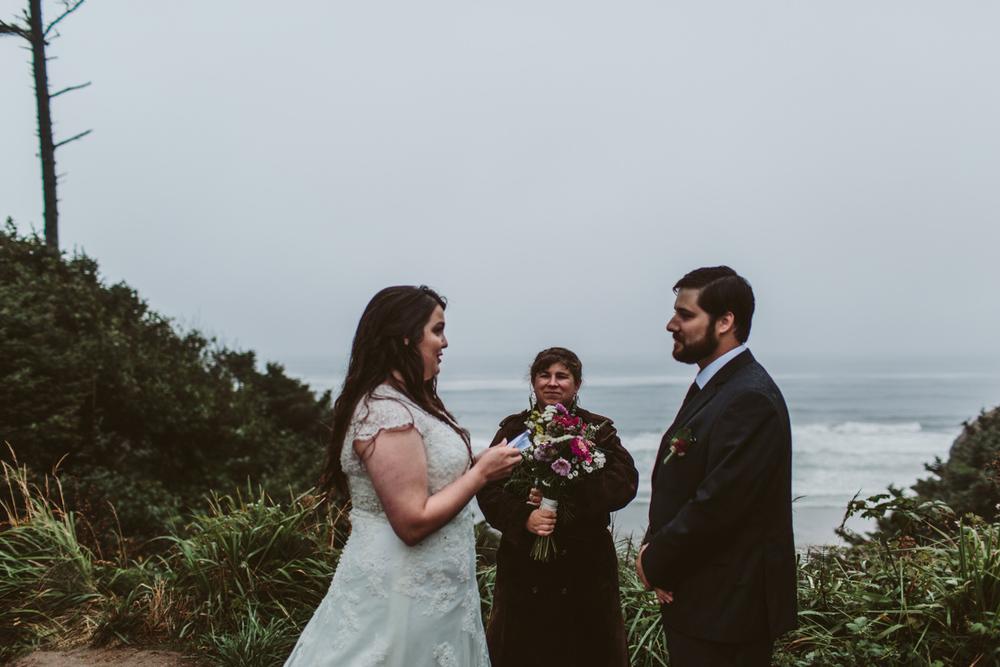 jess-hunter-photographer-oregon-coast-elopement-8716.jpg