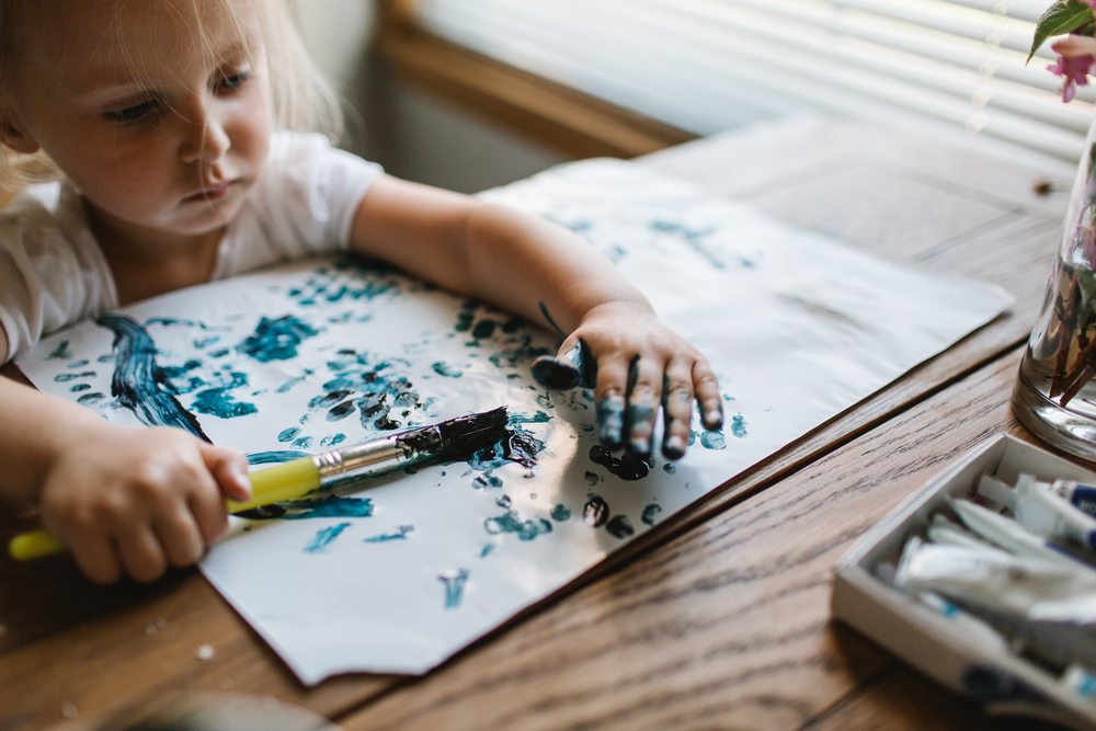 creative portraits by Jess Hunter, lifestyle photography, toddler painting