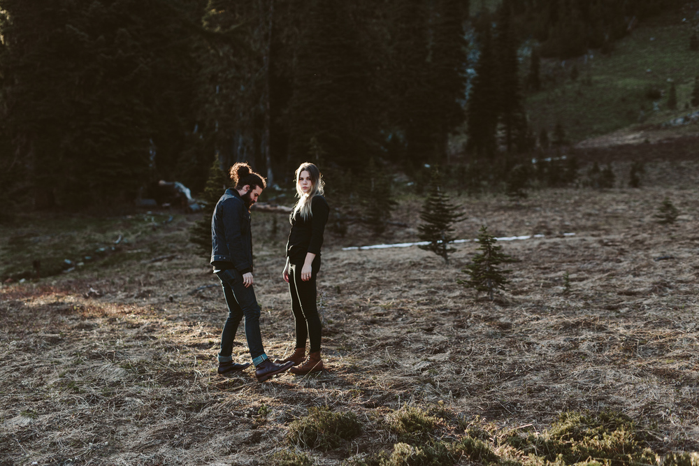 photography by Jess Hunter, pacific northwest mountain engagement photos, artistic wedding photography, Seattle elopement and wedding photographer, Portland elopement photographer,