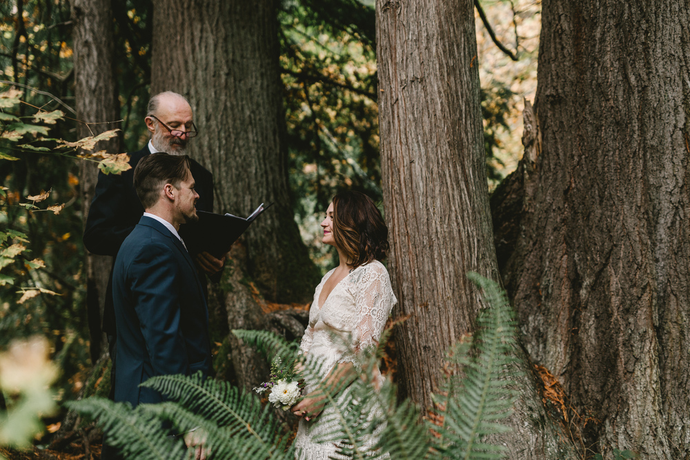 jess-hunter-woodland-elopement-pnw-0629.jpg