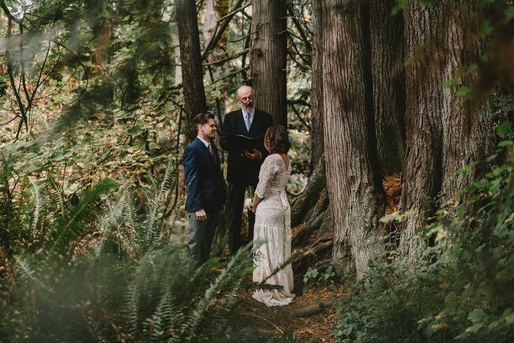 jess-hunter-woodland-elopement-pnw-0621.jpg