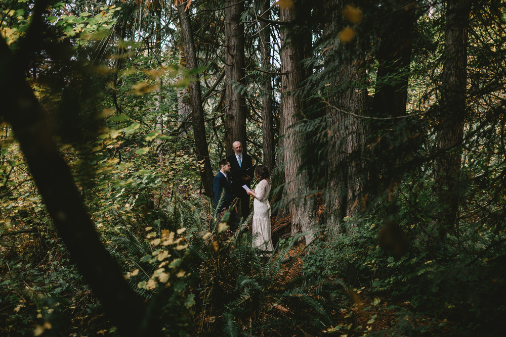 jess-hunter-woodland-elopement-pnw-0669.jpg