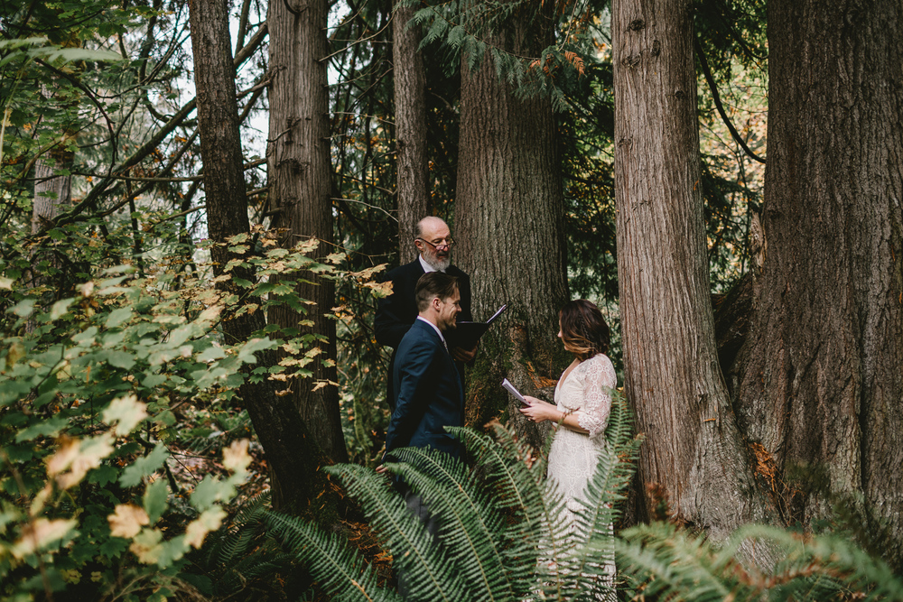 jess-hunter-woodland-elopement-pnw-0666.jpg