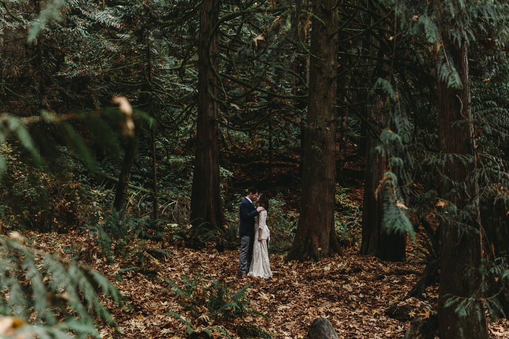 jess-hunter-woodland-elopement-pnw-0755.jpg