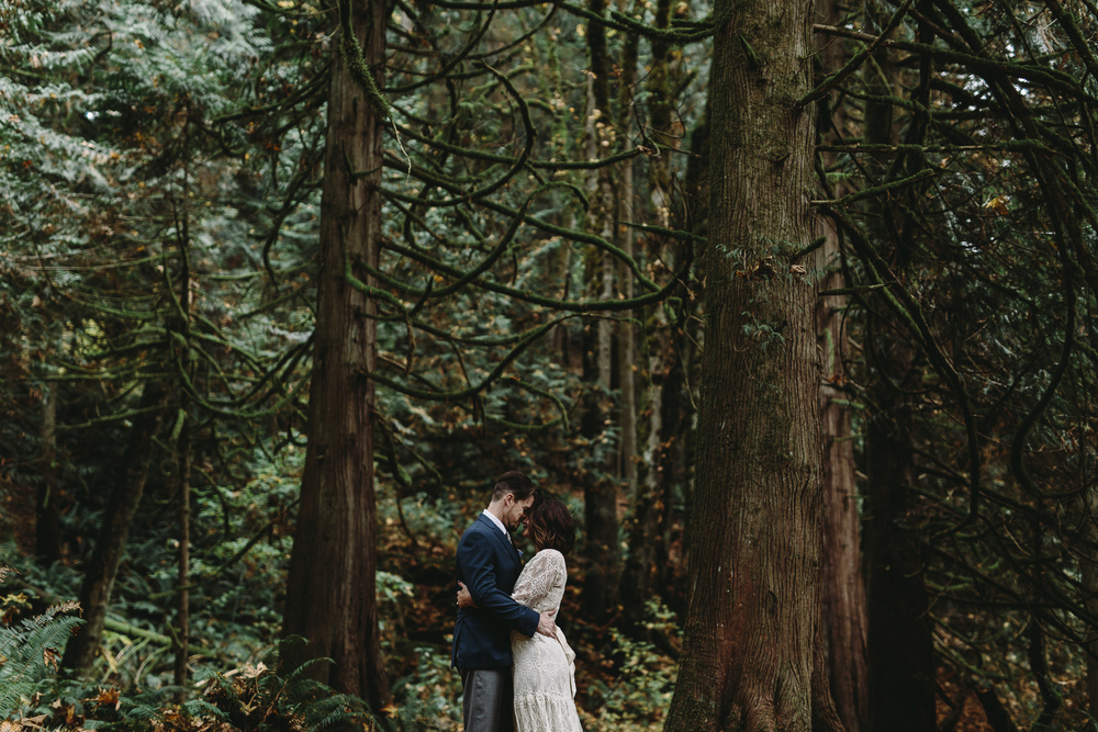 jess-hunter-woodland-elopement-pnw-0770.jpg