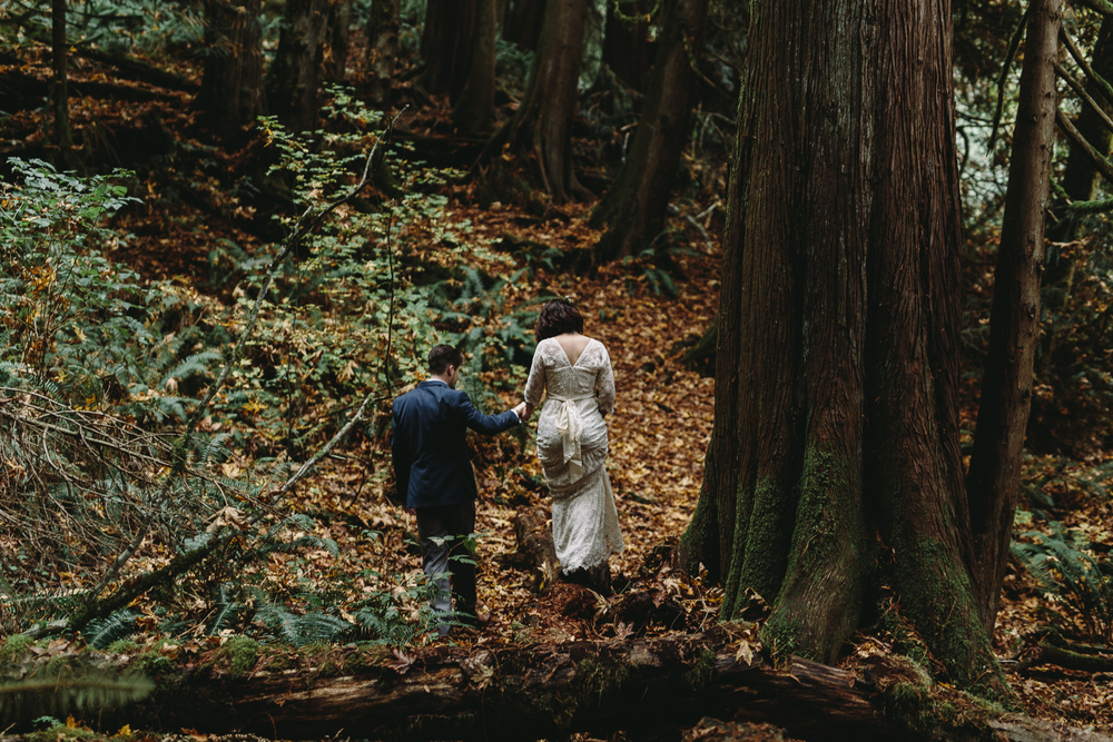 jess-hunter-woodland-elopement-pnw-0829.jpg