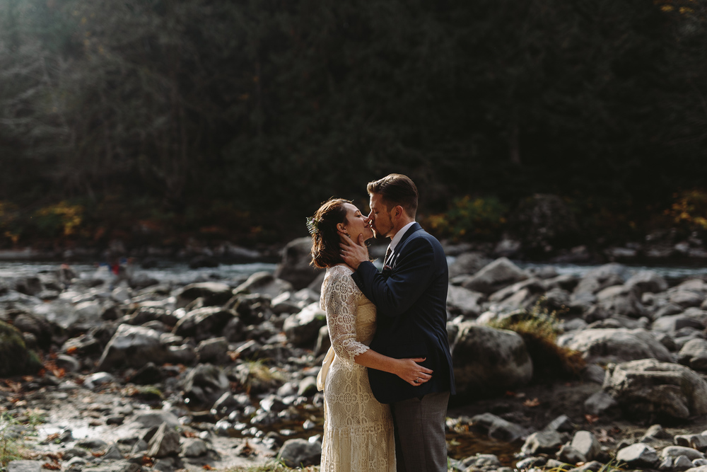 jess-hunter-woodland-elopement-pnw-1078.jpg