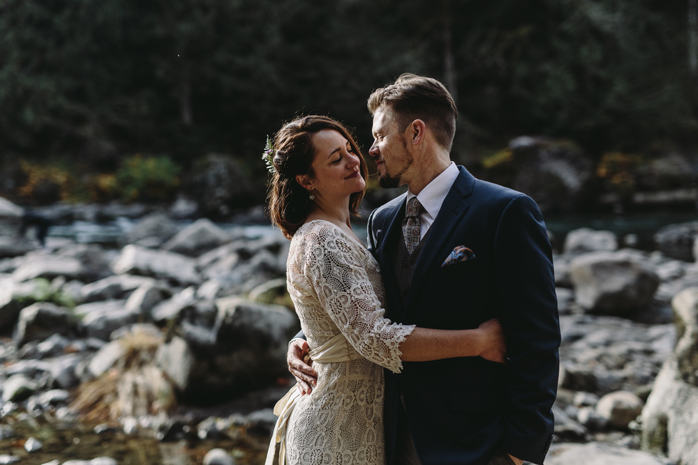 jess-hunter-woodland-elopement-pnw-1097.jpg