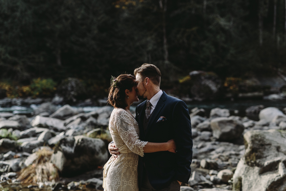 jess-hunter-woodland-elopement-pnw-1102.jpg