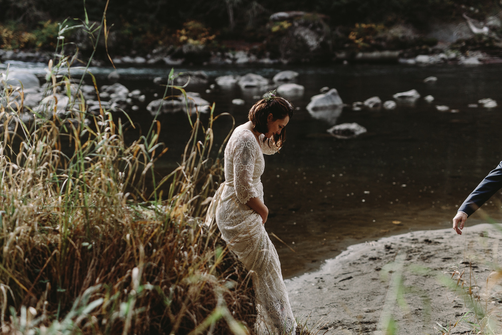 jess-hunter-woodland-elopement-pnw-1121.jpg