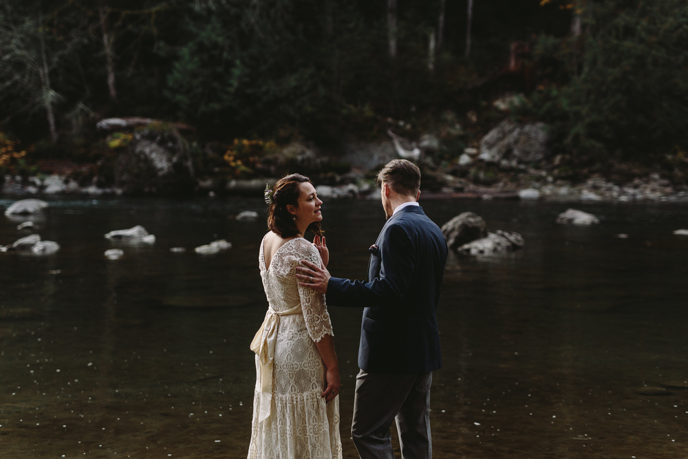 jess-hunter-woodland-elopement-pnw-1135.jpg
