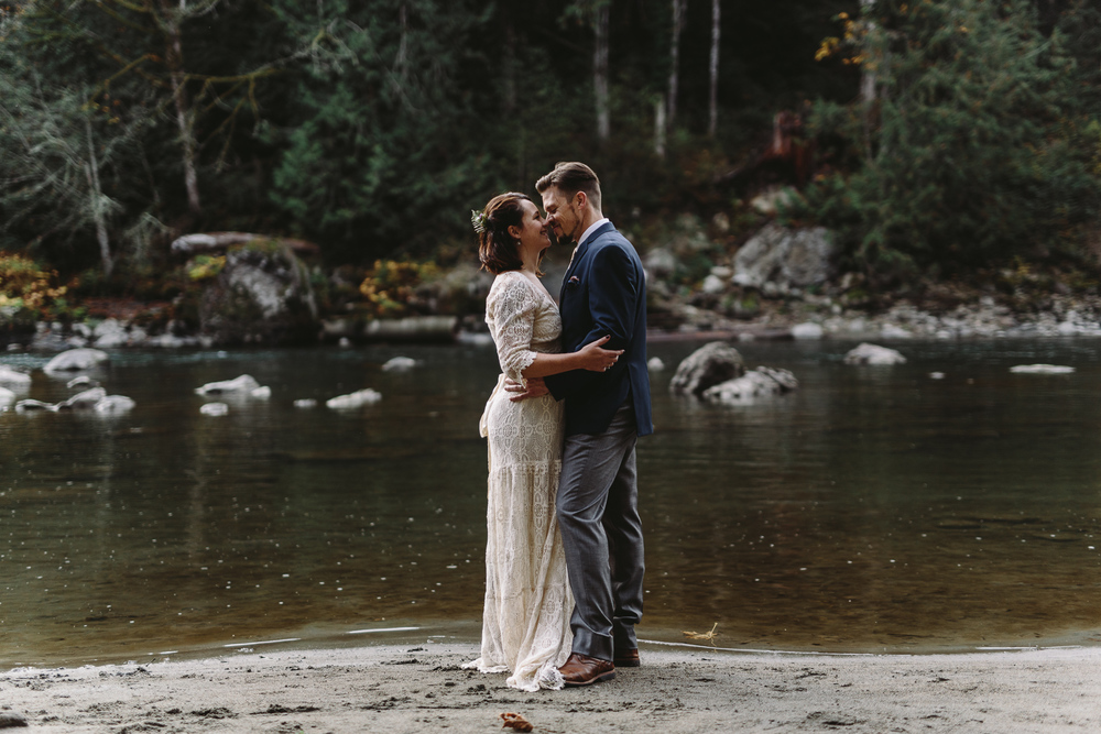 jess-hunter-woodland-elopement-pnw-1148.jpg