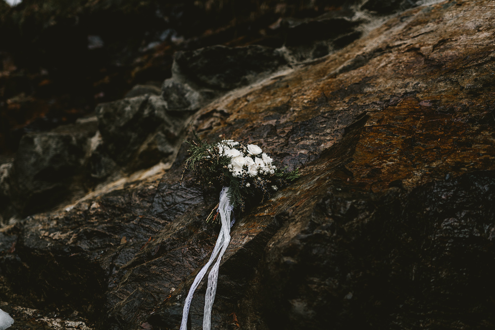 Intimate forest elopement in Seattle, photography by Jess Hunter, pacific northwest wedding, Snoqualmie Pass waterfall elopement, bohemian wedding in Portland,