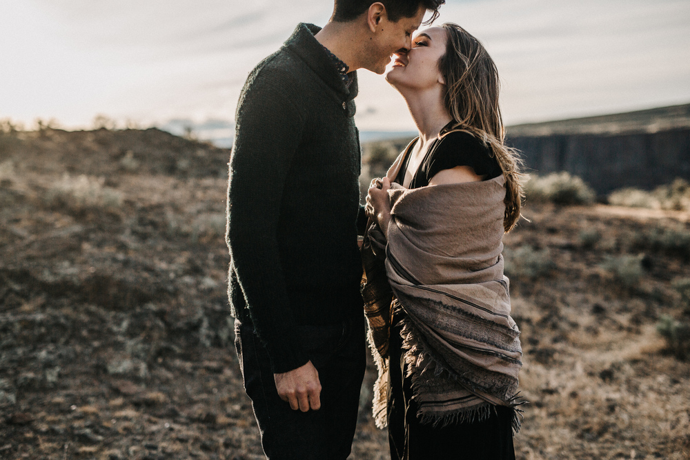 desert engagement session photographed by Jess Hunter, artistic Seattle wedding photographer, Columbia River Gorge engagement session, Vantage WA wedding photography, intimate portraits
