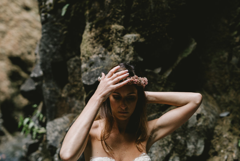 jess-hunter-columbia-gorge-oregon-elopement-photographer--11.jpg