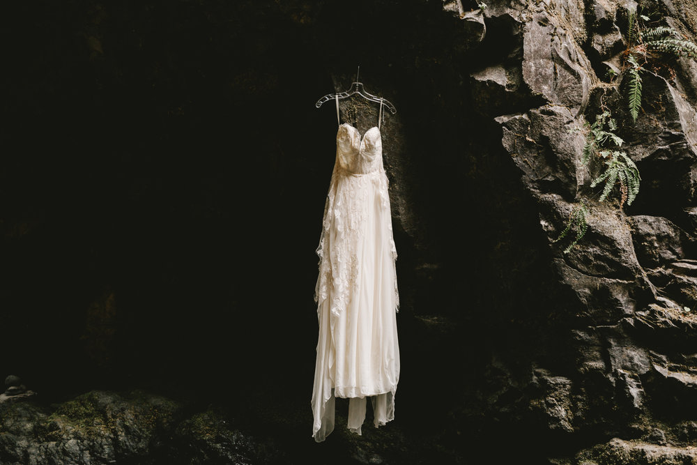 Oneonta Gorge, Oregon, Columbia River Gorge, adventurous Oregon elopement photographed by Jess Hunter, places to elope in Oregon,  Sarah Seven bride in Cascade gown
