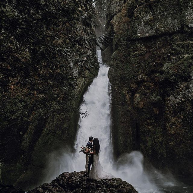preparing for tomorrow's elopement in the gorge and reminiscing on the last time I worked with @selvafloral for one 🖤 can't wait to see what she creates tomorrow!  videographer: @huntinggroundfilms  officiant: @theweddingjudge