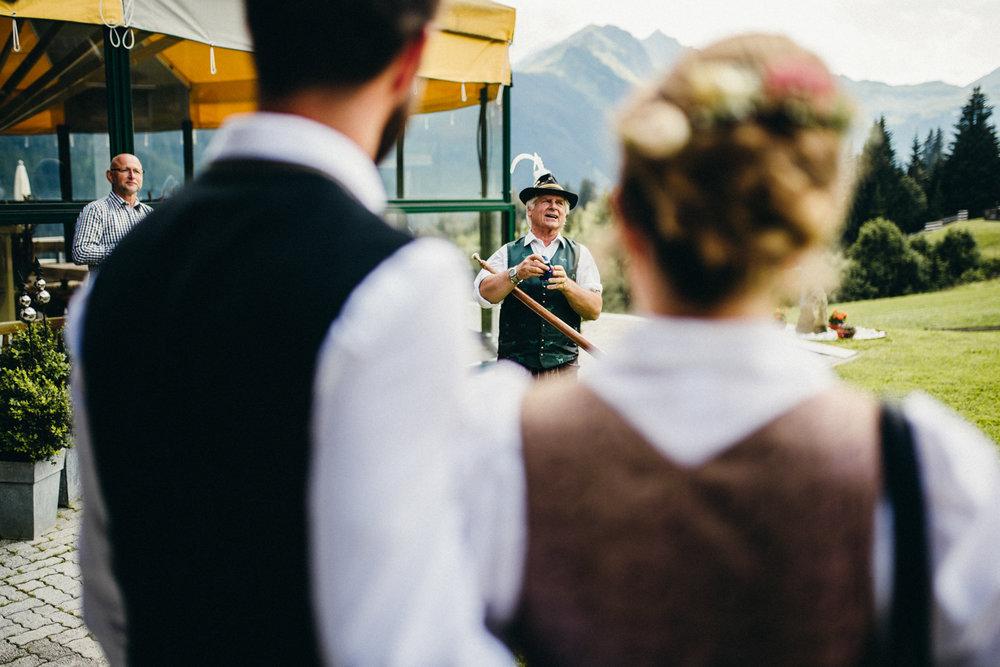 Hochzeitsreportage vogelsfotos destination Saalbach M&W-072.jpg