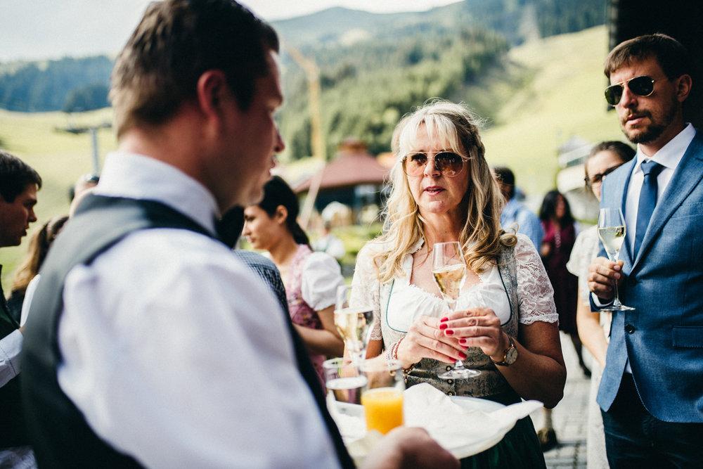 Hochzeitsreportage vogelsfotos destination Saalbach M&W-076.jpg