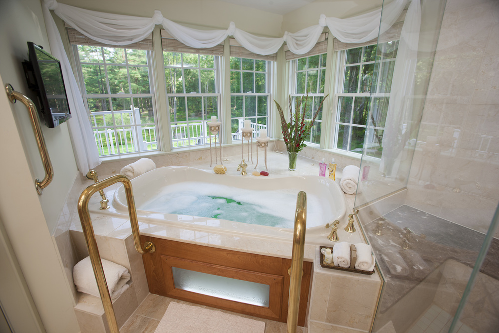Washington_Suite_bath_HighRes_Summer.jpg