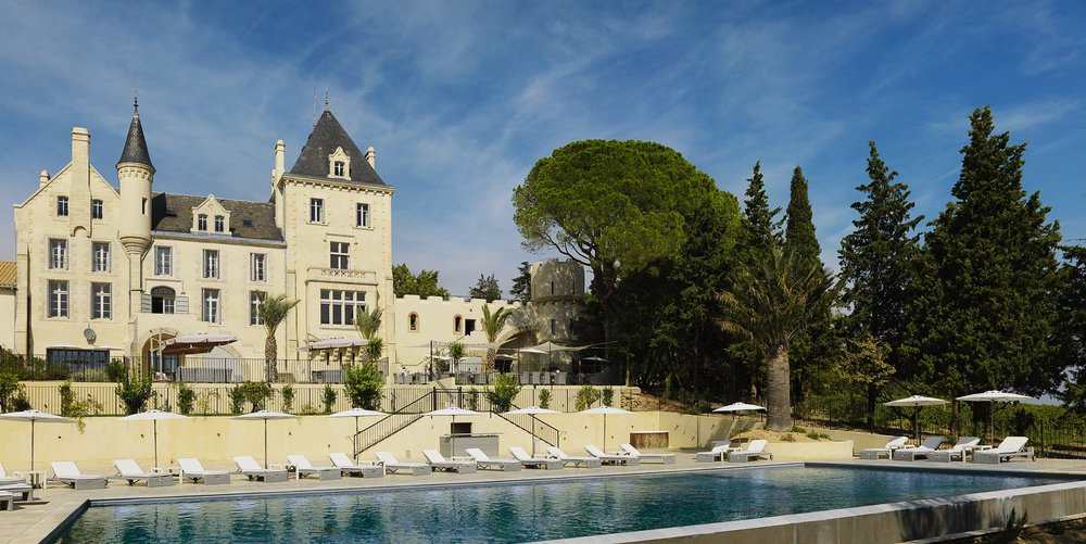 domaine-chateau and pool - Copie.jpg