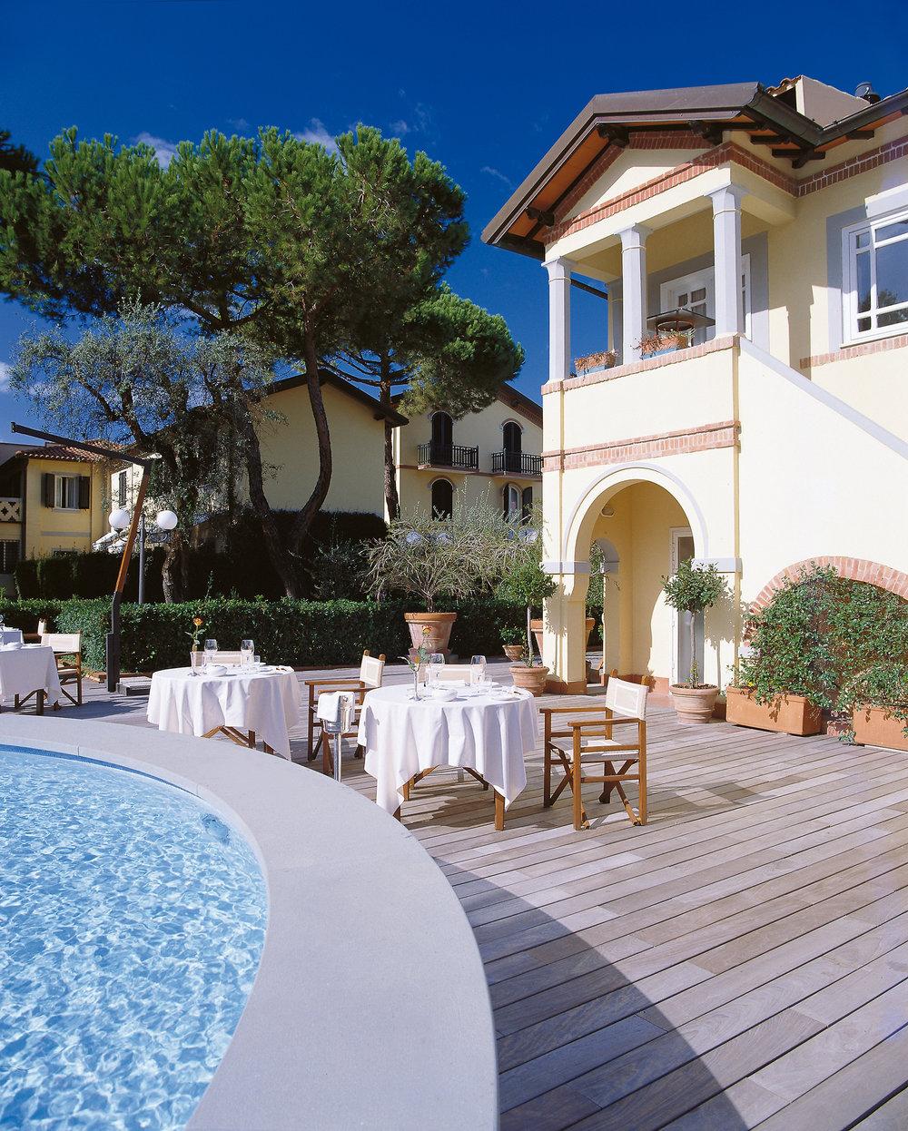 8891264_65_hotel_ristorante_sulla_piscina.jpg