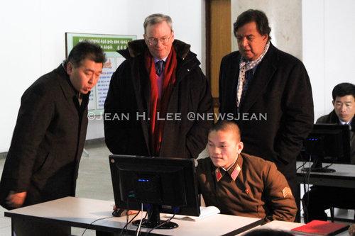 Google Executive Gets Look at North Koreans Using Internet -
