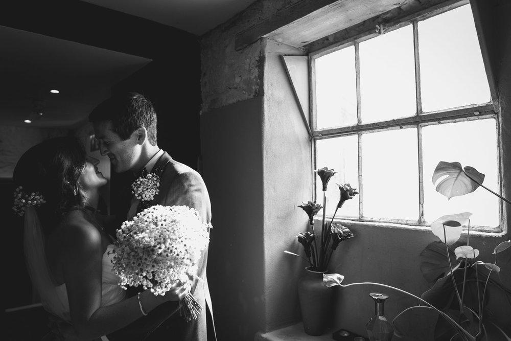 Window light kiss