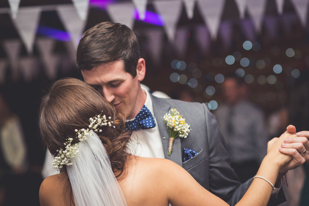 Colour first dance at Cranberries Hideaway