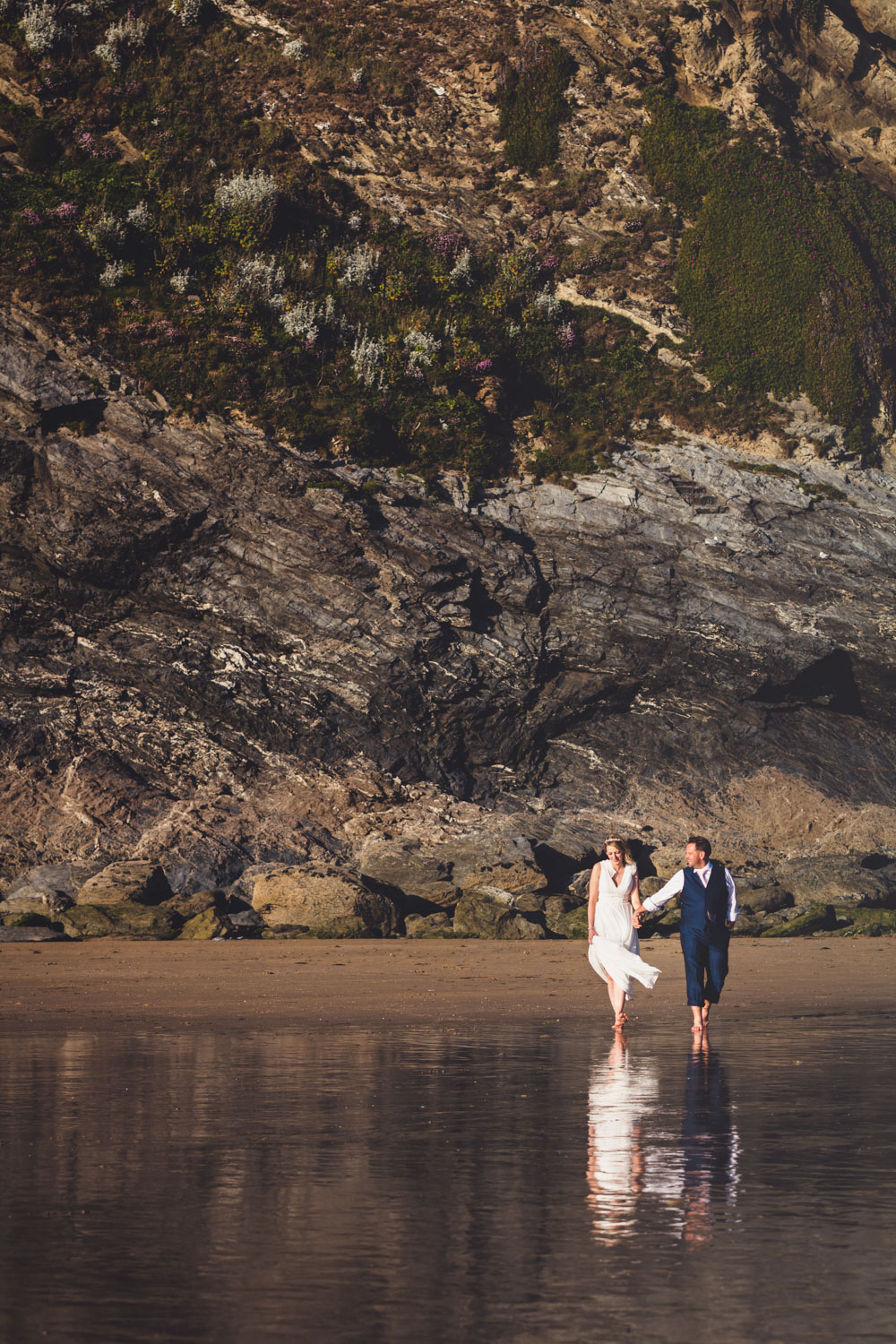 Natural bride and groom at the beach, Lusty Glaze