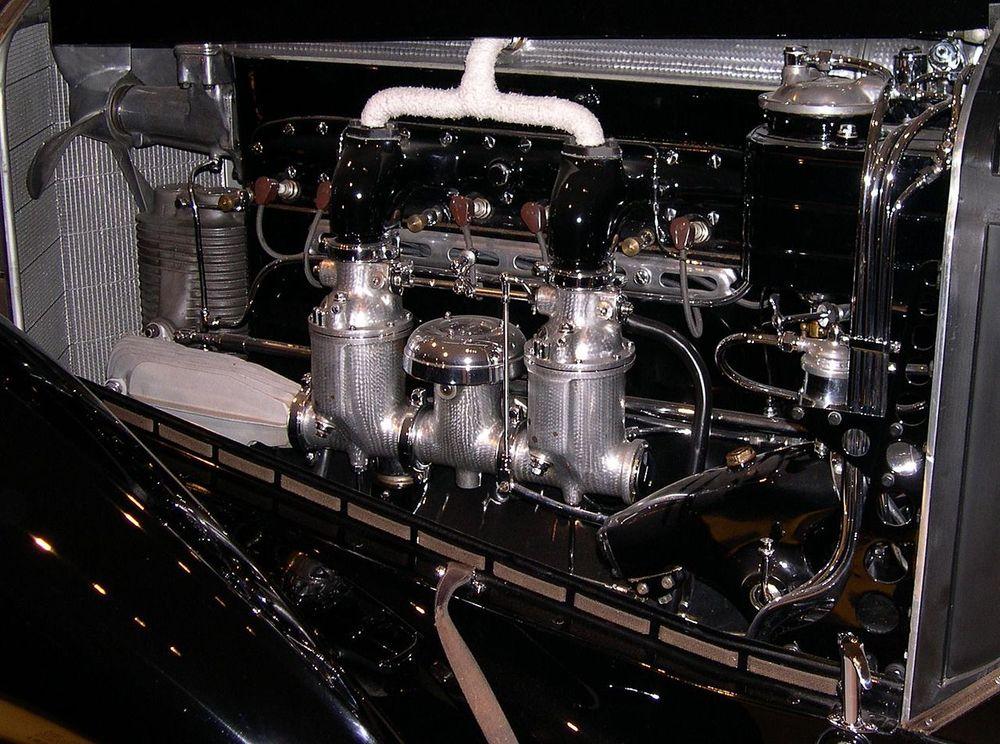 1280px-1930_Mercedes-Benz_SSK_engine.jpg