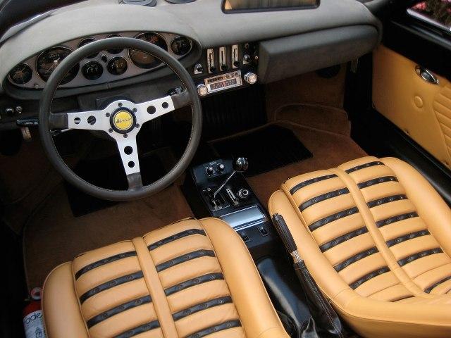 1973-Ferrari-Dino-246-GT-interiores.jpeg