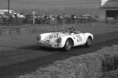 Ginther piloting a 550 Spyder for von Neumann