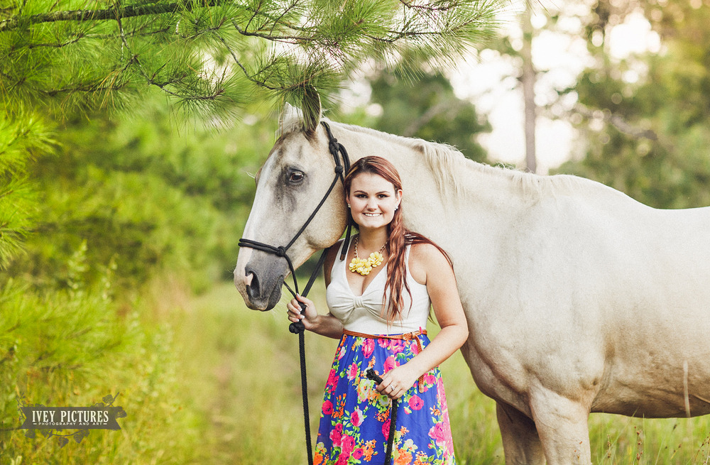 Senior Pictures with a horse