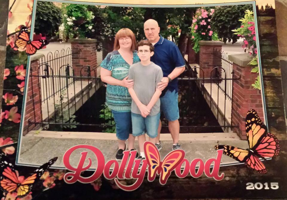DOLLYWOOD ENTRANCE.jpg