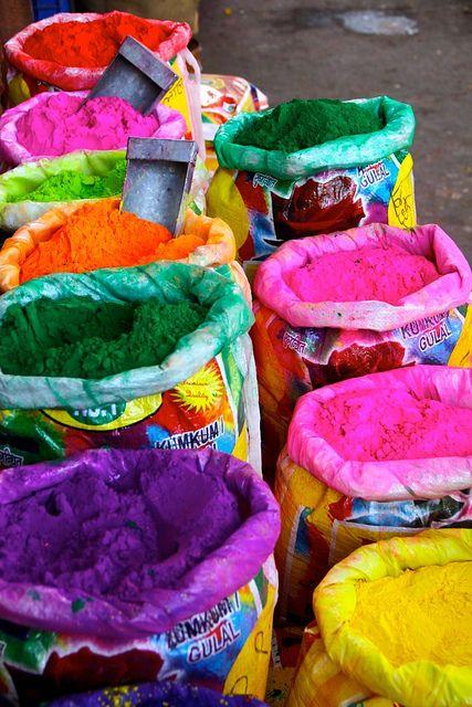 les sacs de couleurs, pour Holi Inde, India, Rajasthan (ph.Philippe Guy)