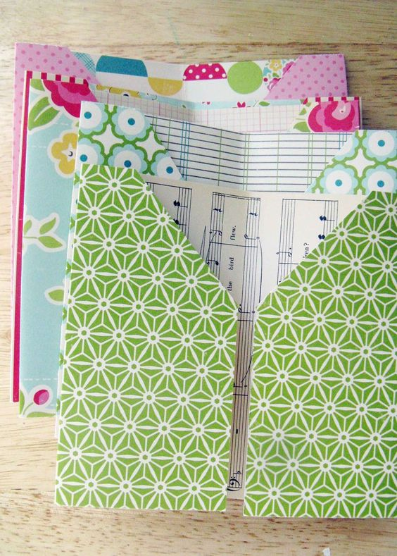 Individual pockets like above could be a useful addition to your holiday bullet journal. (via October Afternoon)