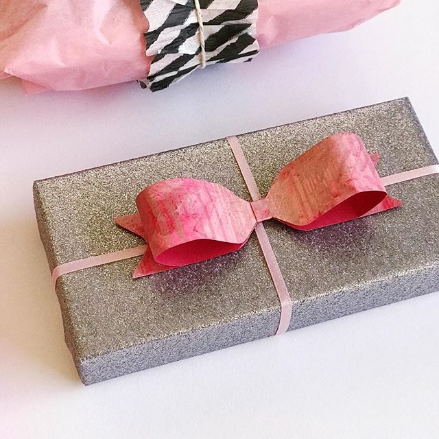 This #valentinesday I used a lot of #gelliprints in my wrapping! I love how it added another layer of #handmade to my #wrapping and I love how this bow came out. 🎀  the cardstock I #gelliprinted on was red, so you get a little pop of contrasting color on the inside of the bow! Bow made using the @wermemorykeepers 123 Punch Board 💗 . . . #giftwrappingideas #giftwrapping #giftwrapped #prettypackaging #prettygift #giftwrap #customgift #wrappingpaper #giftpluswrap #wermemorykeepers #123punchboard