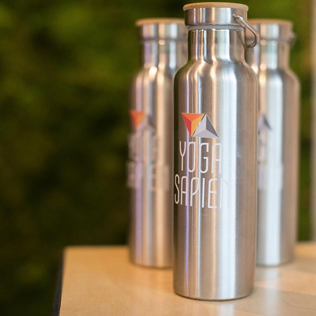 We just love our dual walled stainless steel bottles, and apparently everyone else does too because they are flying off the shelves! These sleek and slender bottles fit nicely in any cup holder and are designed to keep your cold liquids cold for up to 7-9 hours and hot liquids hot for about 4-6 hours! Perfect for anyone with a mild obsession with hot tea, like us 🙈🍵💧 Grab one before they sell out!