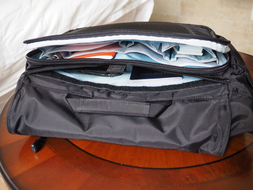 wise-walker OS-01 urban day bag back compartment