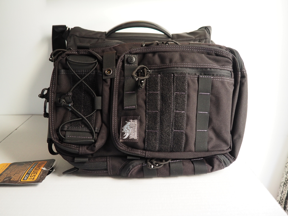Compare to my Tumi T-Tech Messenger Bag