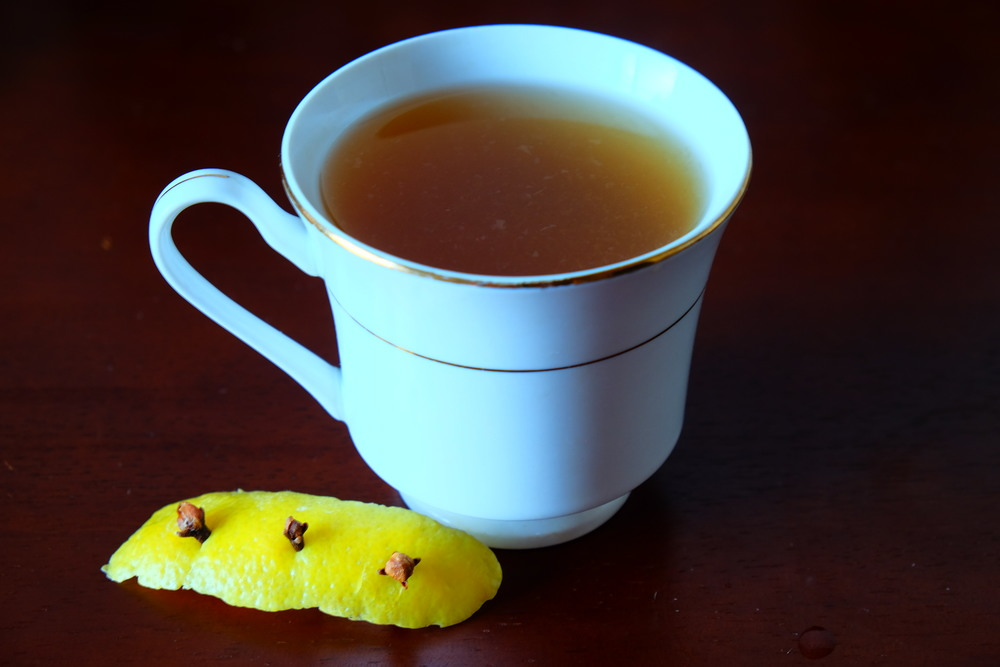Hot Toddy with lemon and cloves