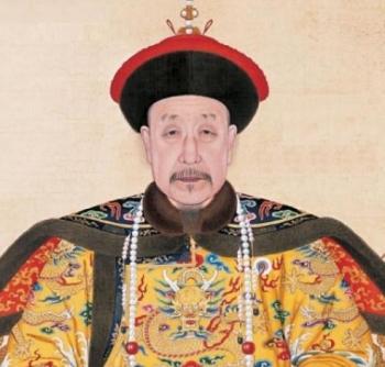 Portrait_of_the_Qianlong_Emperor_in_Court_Dress_medium.jpg