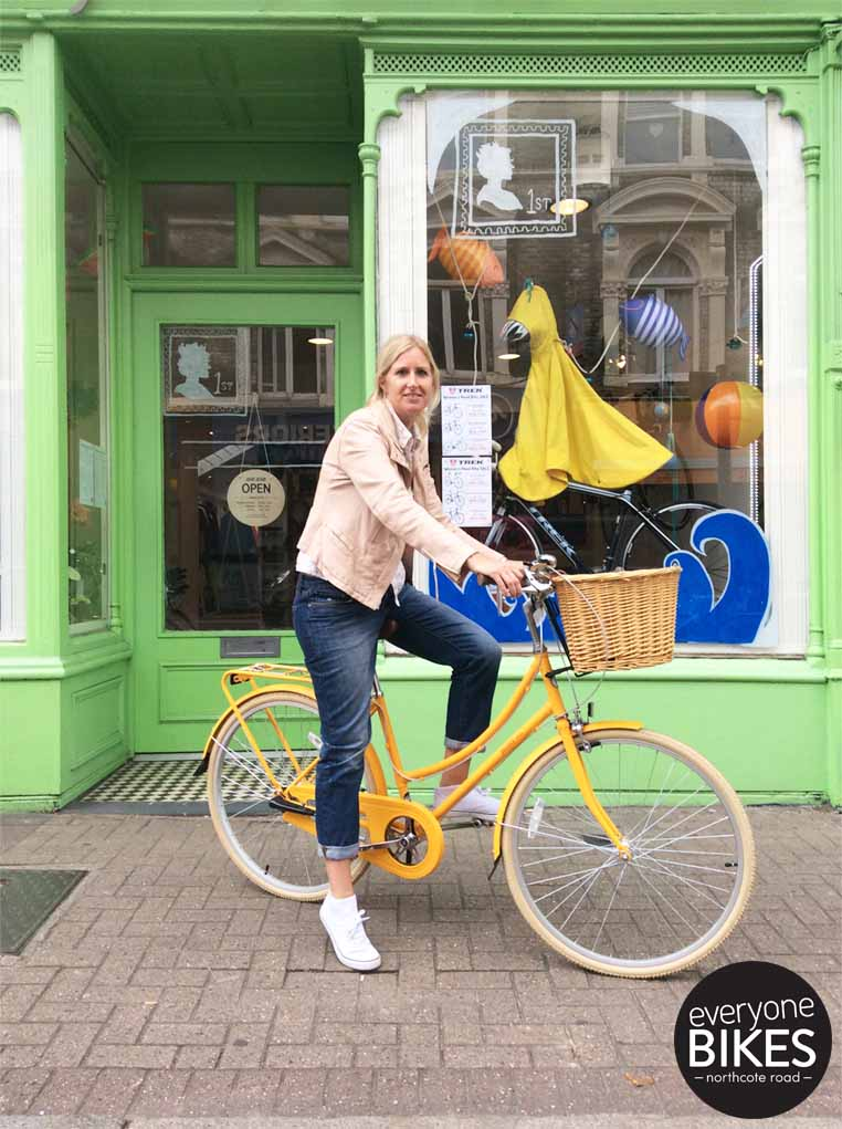 Minsi just picked up her new Bobbin Bicycles Birdie in the fab yellow! She's definitely cycling in style. Have fun!