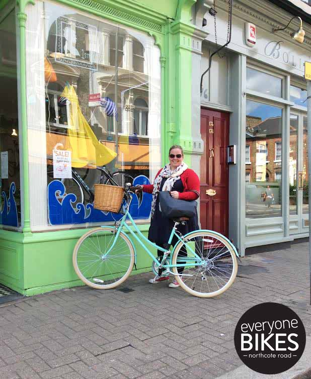 Happy Saturday to Susanna! She just picked up her new Bobbin Bicycles Metropole Mint.