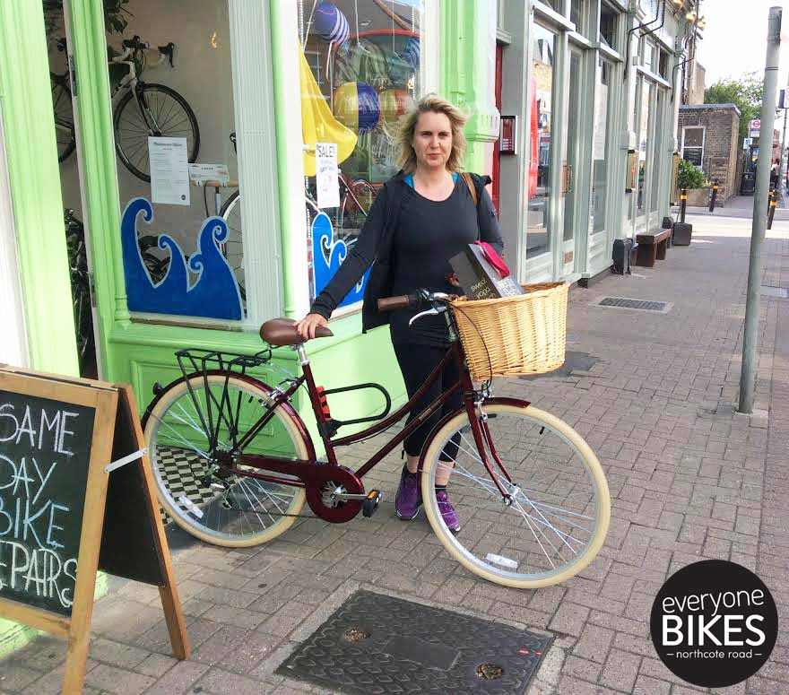 Rachel just picked up her new Bobbin Bicycles Metropole in maroon. Love the colour, love the bike, have fun!